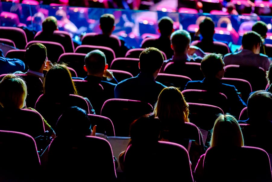 5 razones por las que asistir a una conferencia impulsará tu carrera